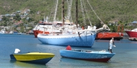 Petit port avec bateau